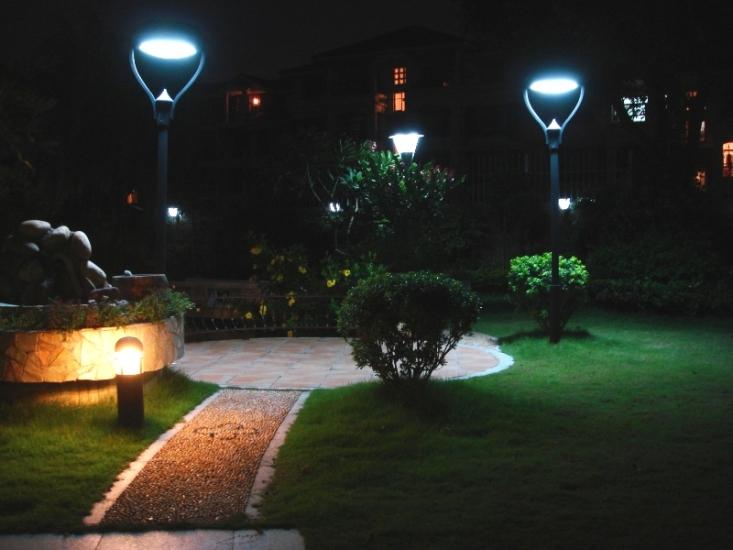 5 best outdoor solar lights in 2017 outdoor solar lights mozeypictures Images